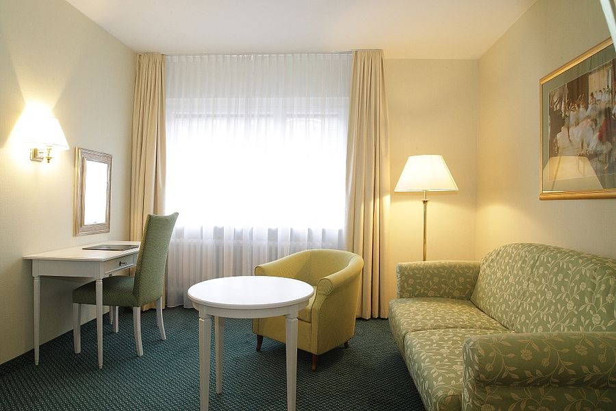 gro z gige familienzimmer in t bingen hotel krone. Black Bedroom Furniture Sets. Home Design Ideas