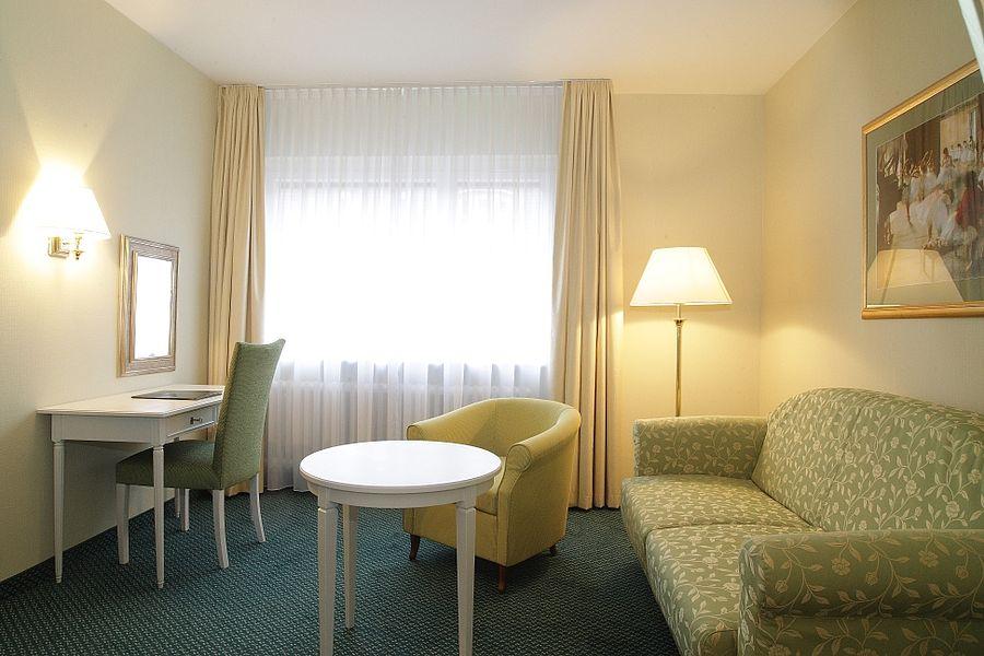 klassisch-chice suiten in tübingen | hotel krone, Wohnzimmer
