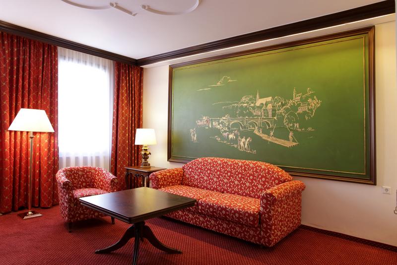 Klassisch chice suiten in t bingen hotel krone for Zimmer tubingen
